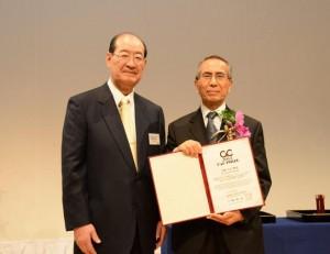 With NEC C&C Foundation President Hajime Sasaki (NEC C&C 財団佐々木元理事長と)